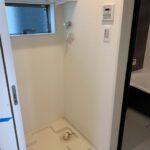 床下収納がありますので洗剤を入れれます!洗濯機置場の上には棚を造作!タオル等置いて頂けます♪